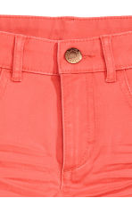 Short en twill Coupe ample - Corail - ENFANT | H&M FR 2