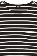 Top with a chest pocket - Black/White/Striped - Men | H&M 3