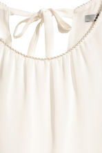 Sleeveless blouse - Natural white - Ladies | H&M CN 4