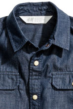 Short-sleeved shirt - Dark blue/Chambray - Kids | H&M CN 2