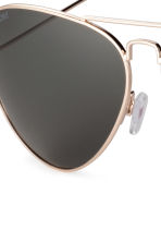 Polarised sunglasses - Gold - Men | H&M 3