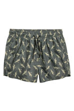 Short swim shorts - Khaki green/Sharks - Men | H&M 2