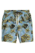 Knee-length sweatshirt shorts - Blue/Palm leaves - Men | H&M 2
