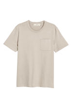 T-shirt with a chest pocket - Beige - Men | H&M CN 2