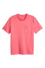 T-shirt with a chest pocket - Coral pink - Men | H&M 2