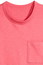 T-shirt with a chest pocket - Coral pink - Men | H&M 3