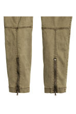H&M+ Cargo trousers - Khaki green - Ladies | H&M 3