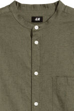Grandad shirt Regular fit - Khaki green - Men | H&M 3