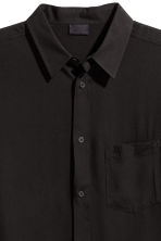Straight-cut viscose shirt - Black - Men | H&M 3