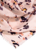 Patterned shawl - Powder pink/Floral - Ladies | H&M 2