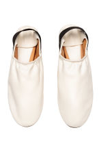 Slip-on leather loafers - Natural white - Ladies | H&M 2