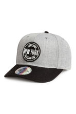 Cap with appliqué - Light grey/New York - Kids | H&M 1