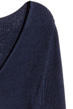 Silk-blend V-neck jumper - Dark blue - Ladies | H&M 3