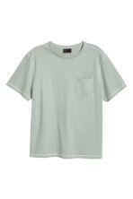 T-shirt con taschino - Verde nebbia - UOMO | H&M IT 2