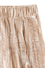 Crushed velvet shorts - Beige - Ladies | H&M 3