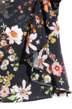 Cold shoulder flounced blouse - Black/Floral -  | H&M CN 3