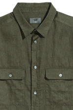 Short-sleeved linen shirt - Dark khaki green - Men | H&M 3