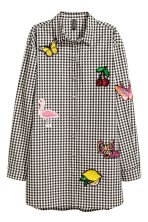 Shirt with appliqués - Black/White/Checked - Ladies | H&M 2