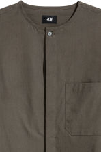Collarless shirt Regular fit - Dark khaki brown - Men | H&M 3