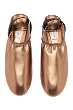 Slip-on leather loafers - Gold - Ladies | H&M CA 2