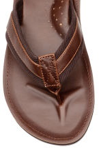 Flip-flops - Cognac brown - Men | H&M 3