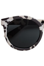 Polarised sunglasses - Light beige/Black - Kids | H&M CN 3