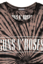 Batik-patterned T-shirt - Black/Guns N' Roses - Men | H&M CN 4
