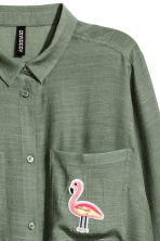 Shirt with appliqué - Khaki green - Ladies | H&M 3