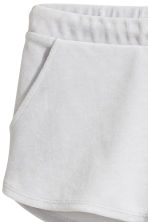Short velour shorts - Light grey - Ladies | H&M 3