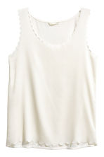 Top with scalloped edges - Natural white - Ladies | H&M CN 2