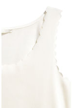 Top with scalloped edges - Natural white - Ladies | H&M CN 3