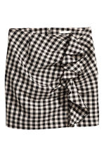 Ruffled skirt - Black/White/Checked - Ladies | H&M GB 2