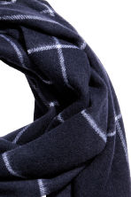 Wool scarf - Dark blue/White checked - Men | H&M CN 2