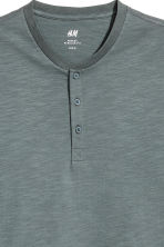 Short-sleeved Henley shirt - Grey green - Men | H&M 3