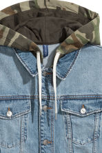 Denim jacket with a hood - Denim blue/Khaki green - Men | H&M CN 3