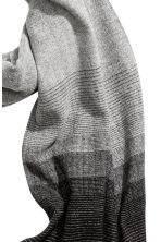 Herringbone-patterned scarf - Grey/Patterned - Men | H&M 3