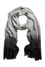 Herringbone-patterned scarf - Grey/Patterned - Men | H&M 1