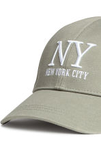 Cotton cap - Khaki green/New York - Ladies | H&M CN 3