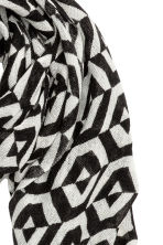 Woven scarf - Black/White patterned - Ladies | H&M 3