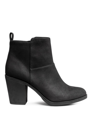 Ankle boots Model