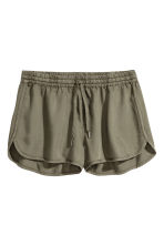 Lyocell shorts - Khaki green - Ladies | H&M CN 1