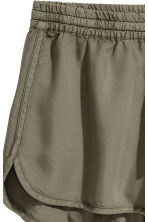 Lyocell shorts - Khaki green - Ladies | H&M 3