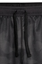 Knee-length sports shorts - Black/Patterned - Men | H&M 3