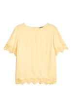 H&M+ Crêpe top - Light yellow - Ladies | H&M CN 2