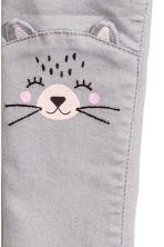 Treggings with embroidery - Grey/Racoon - Kids | H&M CN 2
