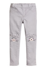 Treggings with embroidery - Grey/Racoon - Kids | H&M CN 1