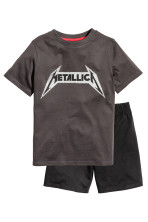 Dark grey/Metallica