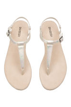 Toe-post sandals - Mother of pearl - Ladies | H&M CN 2
