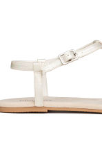 Toe-post sandals - Mother of pearl - Ladies | H&M CN 3