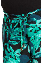 MAMA Patterned trousers - Black/Leaf - Ladies | H&M 3